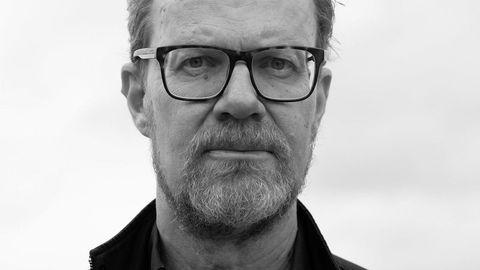 Langsom prosess. «En frivillig død» er boken Steffen Kverneland har pønsket på i årevis. – Jeg har gått og ruget på denne boken siden tidlig på 2000-tallet. Manuset er eldgammelt, forteller han.