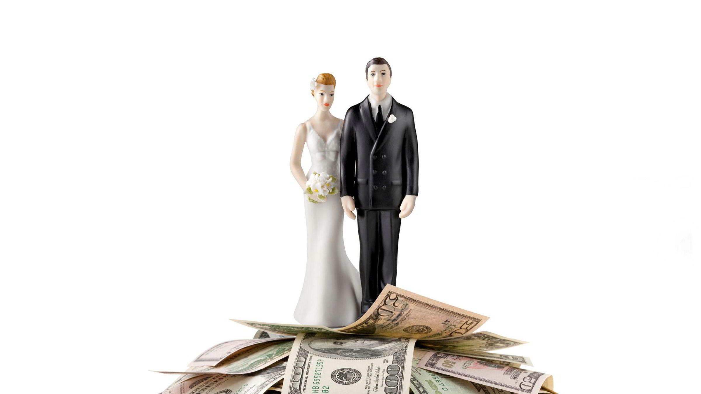 De rikeste kvinnene gifter seg i økende grad med de rikeste mennene i så å si alle land, skriver artikkelforfatteren.