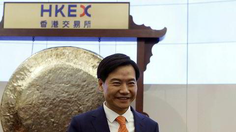 Xiaomis grunnlegger og konsernsjef Lei Jun startet aksjehandelen i selskapet ved Hongkong-børsen på mandag. Verdien på hva som ble sett på som Kinas største «enhjørning» er lavere enn antatt.
