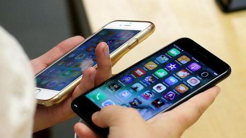 Apple har gått med på et forlik der selskapet betaler opptil 500 millioner dollar til eiere av Iphoner som i 2017 ikke fikk vite at de bare kunne ha byttet batteri i telefonen for en rimelig penge.