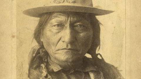 Sirlig. Et signert portrett av hunkpapa-høvdingen Sitting Bull fra tiden han turnerte med Buffalo Bill.