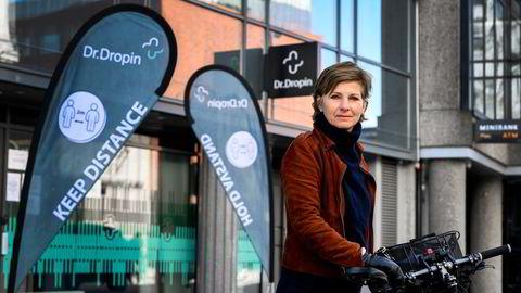 Pasientombud i Oslo Anne-Lise Kristensen reagerer på at det er ulik praksis hos offentlige teststasjoner og Dr. Dropin. Hos Dr. Dropin er under halvparten faglært, mens det i kommunen alltid er faglært til stede.