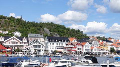Sol, båter og turister på en sommerdag i Kragerø. På Sørlandet oppgir 23 prosent av bedriftene at de har flere bestillinger enn vanlig foran sommerferien.