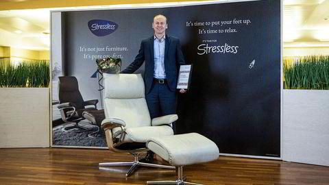 Tok en sjanse og ble belønnet: Konsernsjef Roger Lunde bak en stol fra Stressless-merkevaren, som står for brorparten av inntektene til Ekornes.