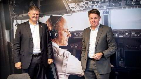 Norwegian-sjef Jacob Schram (til venstre) og finansdirektør Geir Karlsen fikk støtte fra aksjonærene til å fly videre med redningsplanen som er foreslått.