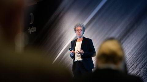 – Vi har stor kompetanse til å drifte anlegg og prosjektere og jobbe aktivt i kraftmarkedet, sier Hydro-sjef Hilde Merete Aasheim. Her fra fjorårets kapitalmarkedsdag.