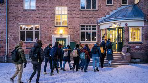 Er det greit at skoler stenger før vi har testet om dette er rett medisin?  Her fra Fagerborg skole i Oslo.