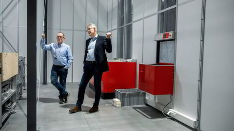 Selskapet Autostore utvikler robotsystemer for vareplukking. Her er konsernsjef Karl Johan Lier (til høyre) og produktsjef Ivar Fjeldheim.