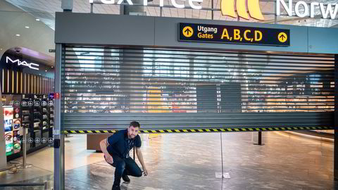 Med unntak av en kort periode i fjor sommer, har denne tax free-butikken på Oslo lufthavn vært stengt helt siden pandemien slo inn. Haakon Dagestad i Travel Retail Norway ser frem til å få de ansatte tilbake på jobb.