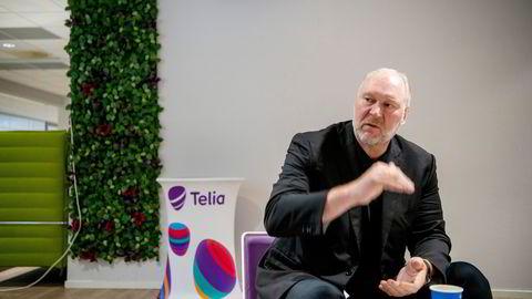 – Mange kunder trenger service som de får i butikkene – eksempelvis å flytte data og sette opp en ny mobiltelefon, sier Stein-Erik Vellan, administrerende direktør i Telia Norge.