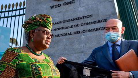 Den nye WTO-sjefen, Ngozi Okonjo-Iweala, ankommer hovedkvarteret i Genève i Sveits 1. mars.