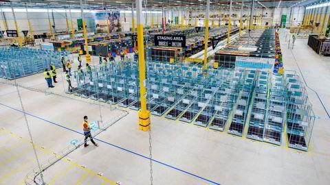 Amazon, som inntok Sverige i fjor høst, er kjent for sitt logistikkmaskineri. Her er ett av de store nye lagrene i Rozenburg-Schiphol utenfor Amsterdam.