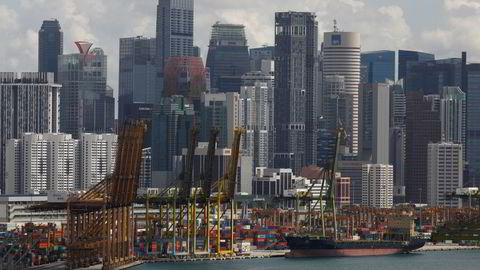 Singapore stengte nesten helt ned i flere uker i fjor, noe som sendte økonomien inn i en historisk resesjon. Nå er smitten under kontroll og gjenåpningen er godt i gang. Det skaper en økonomisk vekst.