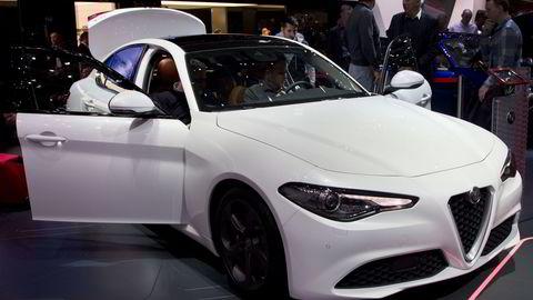Det var trangt om plassen på Alfa Romeos stand ettersom Giulia er den viktigste modellen fra merket på lenge. Foto: