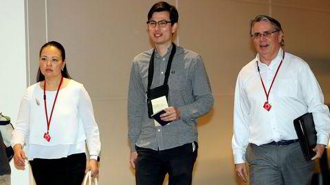 Den australske studenten Alek Sigley etter å ha ankommet flyplassen i Tokyo.