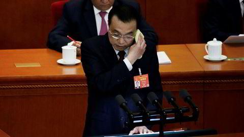 Kinas statsminister Li Keqiang taler på åpningen av Folkekongressen.