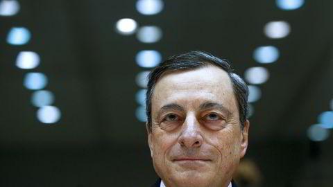 Torsdag skal ECB-sjef Mario Draghi avgjøre om sentralbanken skal lansere en ny stimuleringspakke. Foto: REUTERS/Yves Herman