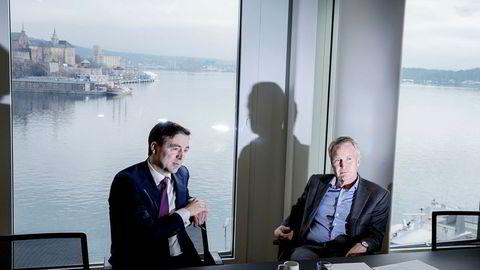 Wiersholm-toppene Harald Hellebust (til venstre) og Erik Thyness ser stadig flere utenlandske bedrifter klappe til kai for å kjøpe norske foretak.
