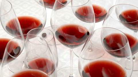 Personer med millioninntekt drikker langt hyppigere i ferien enn andre.