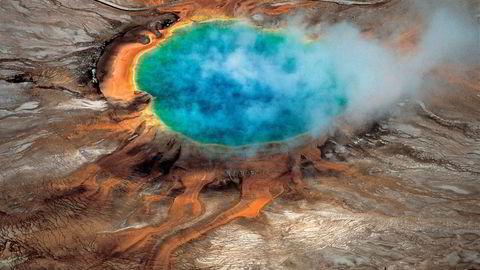 VULKAN: Et enormt basseng med magma er oppdaget under det tidligere kjente kammeret med magma under supervulkanen i Yellowstone National Park i USA. Foto: Robert B. Smith, Lee J. Siegel/Handout via Reuters/NTB scanpix