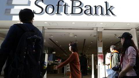 Japanske Softbank har dype lommer og finansiert globale oppstartsselskaper. De har forsøkt å tilføre selskapene nye midler like før emisjon med skyhøye verdivurderinger. Investorer kjøper ikke disse verdifastsettelsene. Verdiene på Uber, Slack og WeWork har falt kraftig.