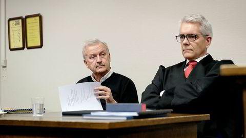 – Det tragiske er at selskapet har brukt rundt fem millioner kroner på å føre denne saken for retten i flere runder, sier Hallvard Flatland. Her sammen med sin advokat Christian Stang Våland da saken ble ført for Bergen tingrett i fjor høst.