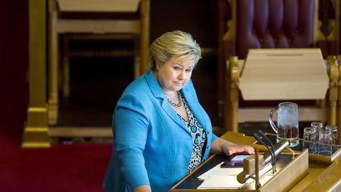 Det er forunderlig hvis Erna Solberg faktisk vil bli husket som statsministeren som reverserte kvinnenes rolle i politikken, mener forfatteren. Foto: Fredrik Solstad