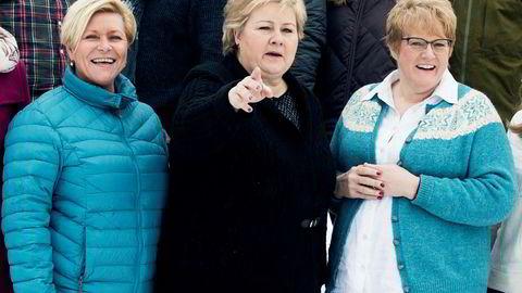 Regjeringen, her representert ved Statsminister Erna Solberg (H) (midten), Finansminister Siv Jensen (FrP) og Kulturminister Trine Skei Grande (V), legger frem revidert statsbudsjett i dag tirsdag.