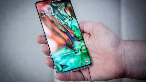 Samsung merker den harde konkurransen på mobilmarkedet. På bildet Samsung Galaxy S10.
