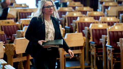 Meldeplikt om lønnsforskjell etter kjønn i bedriftene? Arbeids- og sosialminister Anniken Hauglie utelukker ikke muligheten. Her fra Stortingets spørretime onsdag, der Hauglie og kolleger måtte svare på flere lønns- og likestillingsspørsmål.