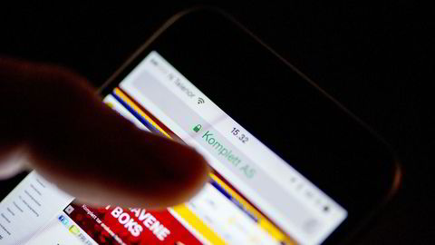 Seks av ti nordmenn kjøper varer og tjenester med mobilen, ifølge en ny undersøkelse fra YouGov. Illustrasjonsbilde: Mikaela Berg