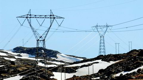Strømprisene har stupt til årets laveste nivå i løpet av helgen.