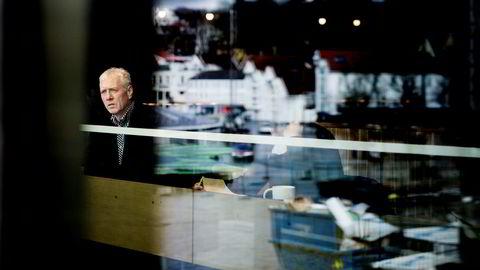 Sigmund Håland har selv investert i norske banker, men er skeptisk til låneveksten hos forbrukslånsbankene. Han tror det kan ligge skjulte tap hos dårlige betalere.