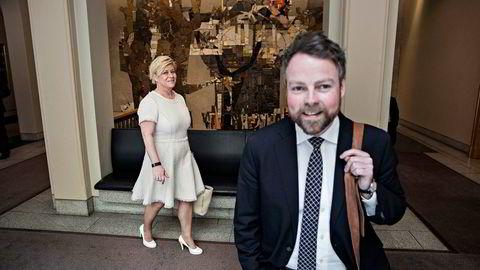 Næringsminister Torbjørn Røe Isaksen kan med salg av Entra-aksjer sørge for bortimot tre milliarder kroner til finansminister Siv Jensen (bak).