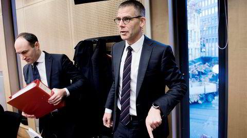 På rettssakens siste dag oppsummerte Kai Vaag (til venstre), forsvareren til tidligere markedsdirektør Morten Schjelle Larsen. Han mener Økokrim har tegnet et feilaktig bilde. Medforsvarer Vegard Aaløkken til høyre.