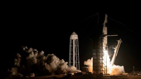 SpaceX skyter opp sin Crew Dragon fra Kennedy Space Center i Florida.