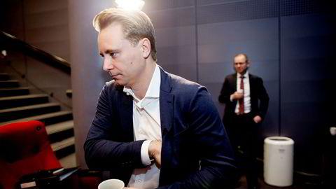 Kristian Monsen Røkke må møte som vitne i rettssaken mot torpedoen Jan Erik «Jannik» Iversen som er tiltalt for grov utpressing Monsen Røkkes far Kjell Inge Røkke.