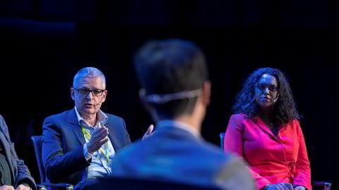 Sesjon om ytringsfrihet under press under Nordiske Mediedager 2019. Fra venstre: Flemming Rose fra Cato Institute, moderator Fredrik Solvang og varaordfører Kamzy Gunaratnam.