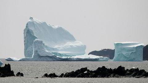 Havet vil etter all sannsynlighet stige de neste tiårene. Det kan drive millioner av mennesker på flukt. Bildet viser et stort isfjell som fløt utenfor kysten av Newfoundland, Canada i 2017.