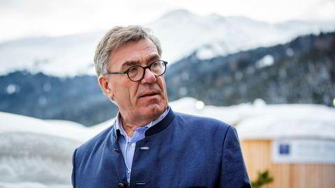 Stein Erik Hagen satset på å ta opp konkurransen med Telia og Telenor med Komplett Mobil. Nå kaster han kortene.
