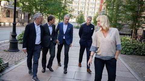 Fra venstre: Are Stokstad i Amedia, Per Axel Koch i Polaris Media, Rolv Erik Ryssdal i Schibsted, Dag Sørsdahl i Aller og Randi Øgrey i Mediebedriftenes Landsforening.