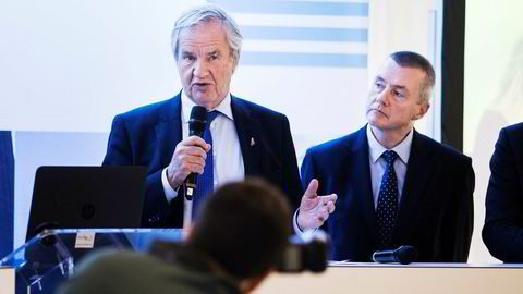 IAG-sjef Willie Walsh (til høyre) vil ikke si hva det har ønsket å by for Norwegian, og nylig sa Norwegian-sjef Bjørn Kjos at selskapet er langt mer verdt enn i dag. Her fra et bransjemøte i Brussel i mars i fjor.