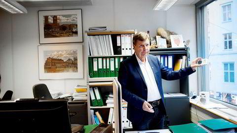 Asker og Bærum lokalradio er ilagt gebyr på 400.000 kroner fra Medietilsynet. Radio Metro-sjef Svein Larsen er en av eierne i lokalradioen.
