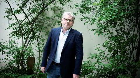 Jusprofessor Erling Hjelmeng mener myndighetene tar stor risiko på vegne av norske bedrifter.