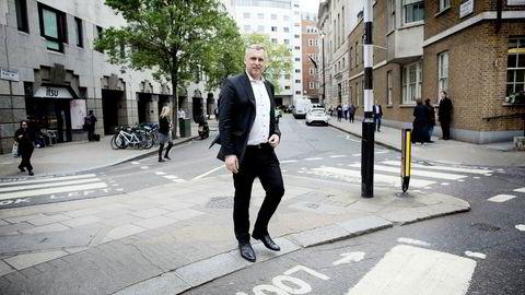Ifølge styreleder Sven Ombudstvedt i Norske Skog as betyr torsdagen rettsavgjørelse i London at salget av Norske Skogs papirfabrikker kan gjennomføres som planlagt.