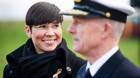 Forsvarsminister Ine Eriksen Søreide gjør Norge mer avhengig av Nato-hjelp hvis Forsvaret bygges videre ned. Her sammen med forsvarssjef Haakon Bruun-Hanssen. Foto: Jon Olav Nesvold,