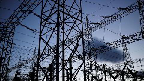 Det er sannsynlig at strømprisene vil holde seg høye helt frem til våren.