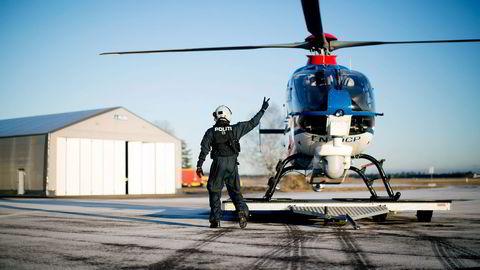 Politihelikopteret som i dag har base på Gardermoen vil få en sentral rolle i det planlagte beredskapssenteret. Få dager etter 22. juli kunne DN fortelle at helikopteret var satt på bakken da terroren plutselig rammet Norge. Foto: Øyvind Elvsborg