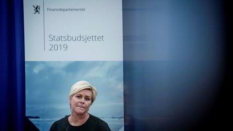 Finansminister Siv Jensen (Frp) må finne frem sparekniven dersom hun skal greie å holde seg innenfor handlingsregelen i årene som kommer.