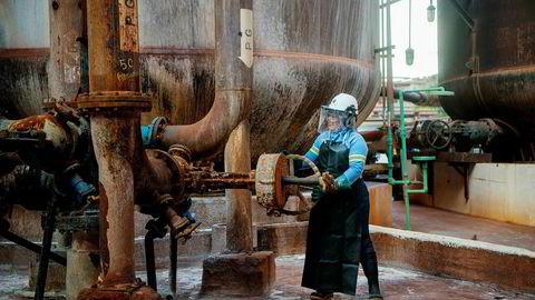 Hydro fortsetter forhandlingene om å gjenoppta full produksjon ved sine Brasil-anlegg – snart med nye politikere. Her fra aluminaraffineriet Alunorte, som nå har gått for halv maskin i knappe ni måneder.